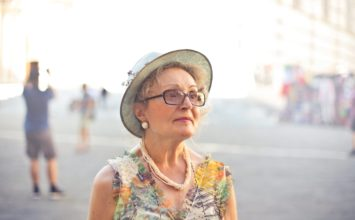 Siva mrena – veliki vodič po vzrokih, simptomih in zdravljenju