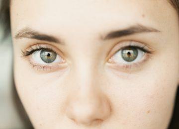 Solzne oči – vzroki, simptomi in zdravljenje