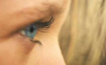 Lagoftalmus ali nezmožnost zapiranja očesa