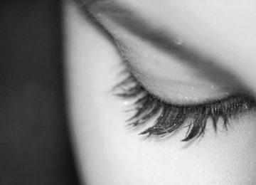 Zakaj vas pečejo oči in kako lahko stanje omilite?