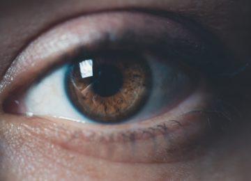 Vnetje oči zaradi prepiha – kakšni so simptomi in kako vnetje pozdraviti?