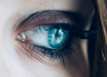 Zmote o vidu: sledi nekaj najbolj razširjenih mitov glede zdravja oči!
