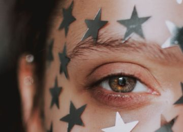 Ali vidite zvezdice in barve v očeh, ko zamižite? Preberite vse o tem optičnem pojavu!